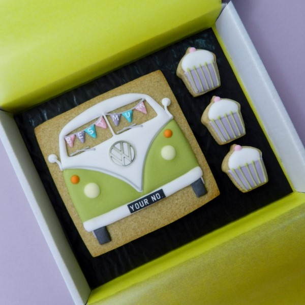 Splitty Cookie Card with Bunting and Cakes
